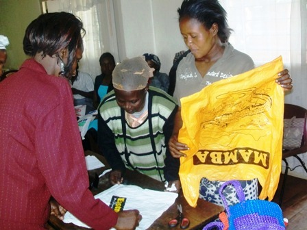 making baskets, small web, Jane Akinyi, Esther Wasemba, Beatrice Nabwire